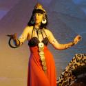 Larva as Cleopatra, 5 to 15 min poses.